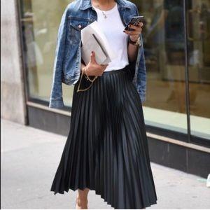 Avenue plus size Black pleated long skirt